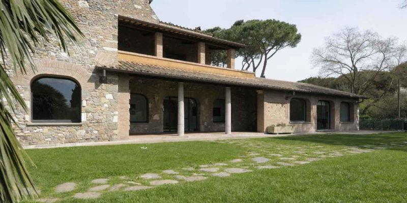 Il Casale di Capo di Bove: vista sul lato posteriore.