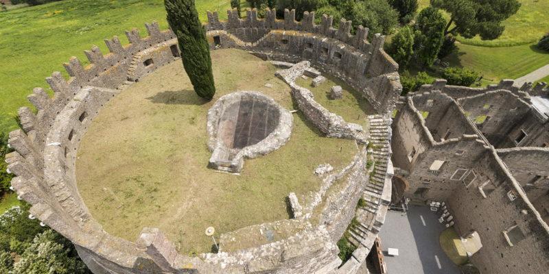 Il Mausoleo di Cecilia Metella visto dall'alto.