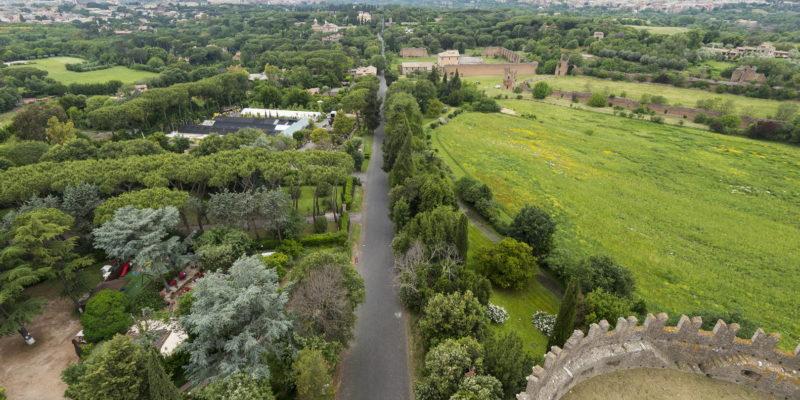 La Via Appia Antica vista dall'alto del Mausoleo di Cecilia Metella.