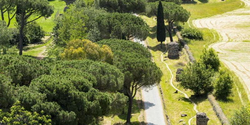 Tratto della Via Appia Antica vista dall'alto all'altezza di Villa dei Quintili.