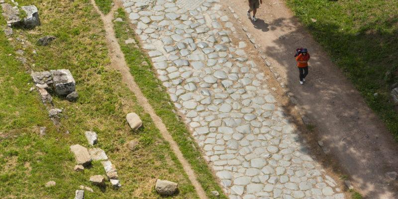 Tratto di basolato originale della Via Appia Antica.