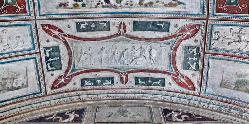 La Tomba dei Pancrazi: dettaglio della decorazione in stucco.