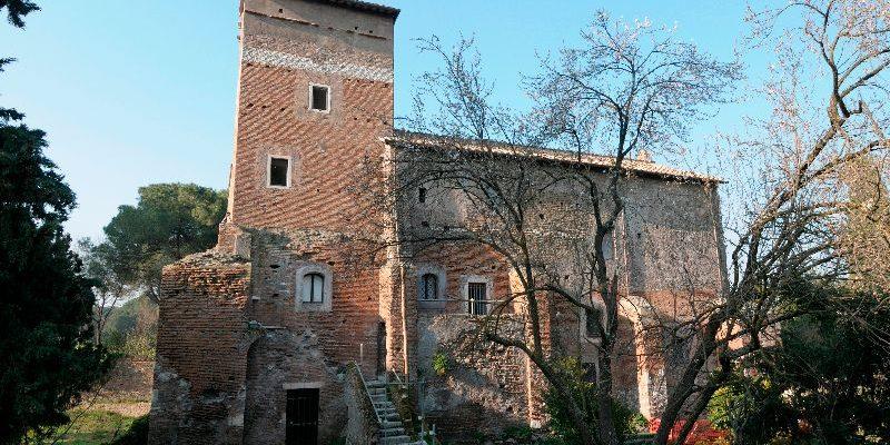 Il casale di Santa Maria Nova durante i lavori di restauro.