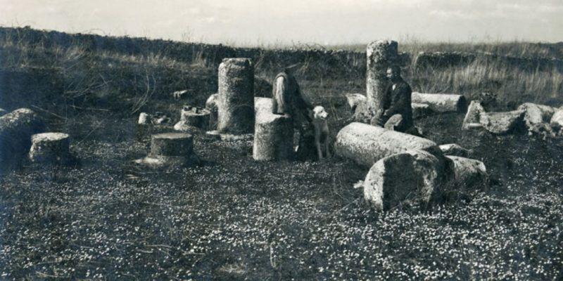 Pastori a riposo sulle rovine del cosiddetto Tempio di Ercole